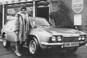 hw 69 rita tushingham and her reliant scimitar at dixons garage hw
